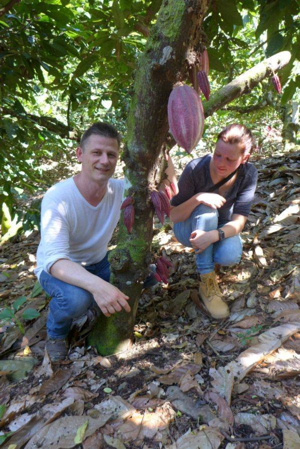 Guatemala Alta Verapaz Georg Ramona with cocoa tree and pod 3